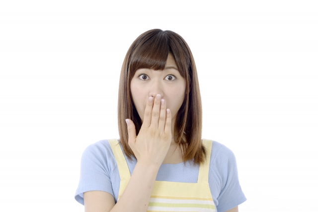 堺市の新築一戸建ての仲介手数料が無料になって驚く女性
